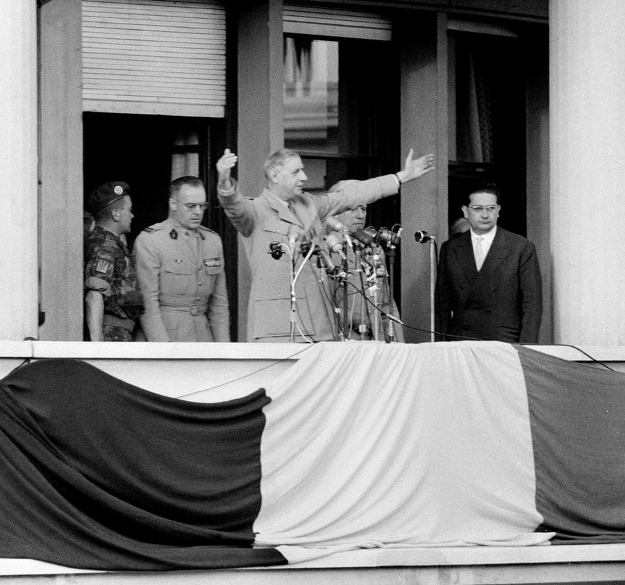 """Le général Charles de Gaulle à Alger lors du discours où il a prononcé la célèbre phrase """"Je vous ai compris""""."""