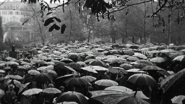 Un été sous les parapluies en 1960. [RTS ]