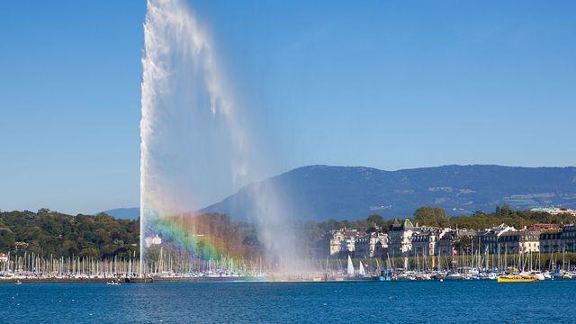 Un des emblèmes de la Suisse, le jet d'eau de Genève. [Samuel Borges - Fotolia]