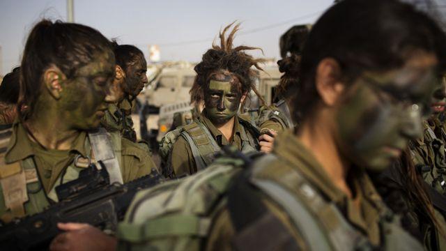 Hors d'Europe, certains pays comme Israël ont déjà un service militaire obligatoire pour les deux sexes. [AFP]