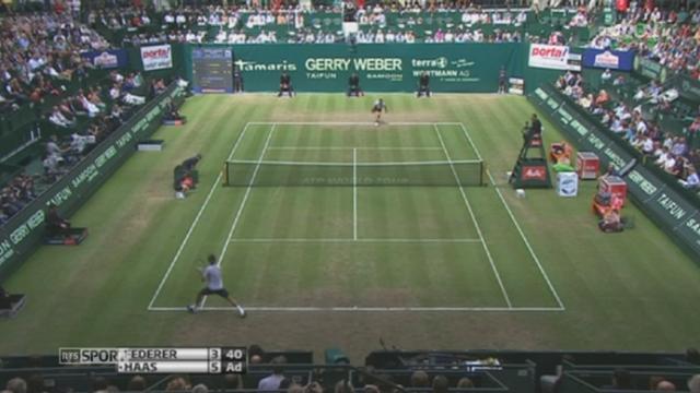 Tennis: Roger Federer s'est défait de l'Allemand Tommy Haas (3-6, 6-3, 6-4) pour rejoindre la finale à Halle (Allemagne) [RTS]