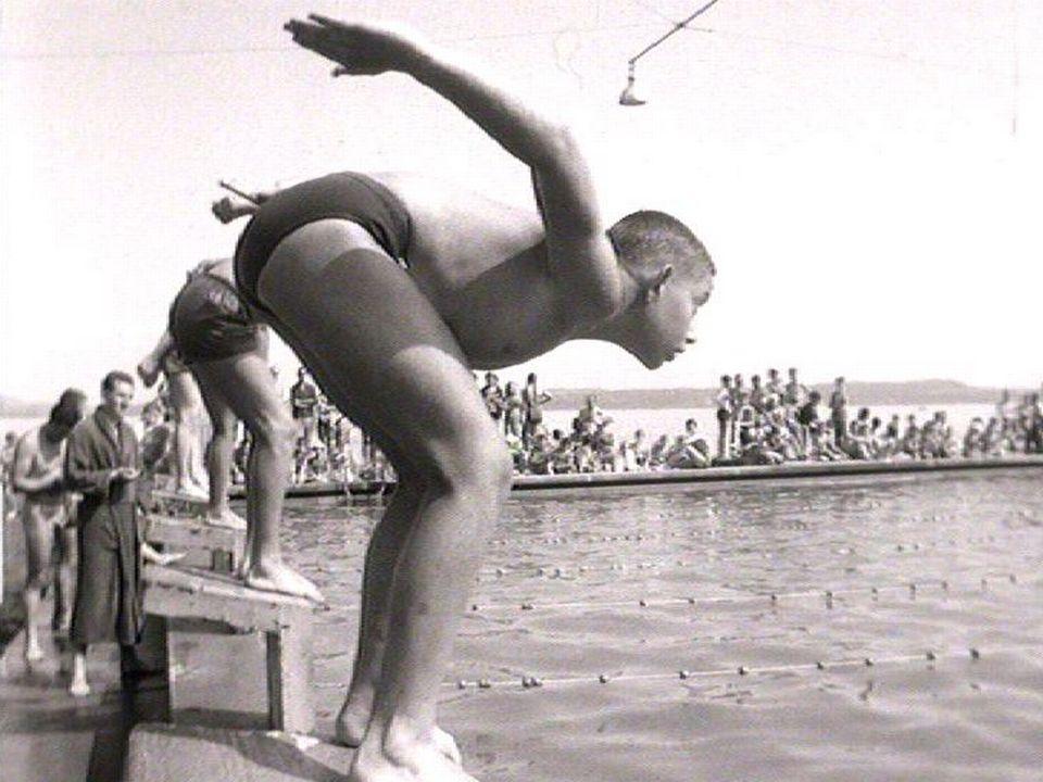 Concours scolaire de natation à Neuchâtel en 1963. [RTS]