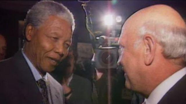 Rencontre entre Mandela et de Klerk à Davos en 1992. [RTS]