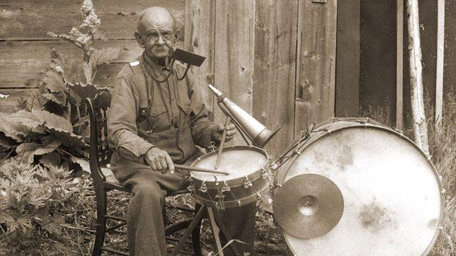 "Drums & Drummers toute la semaine dans ""Audioguide"". [Yankee Publishing Inc. Records/library.umass.edu]"