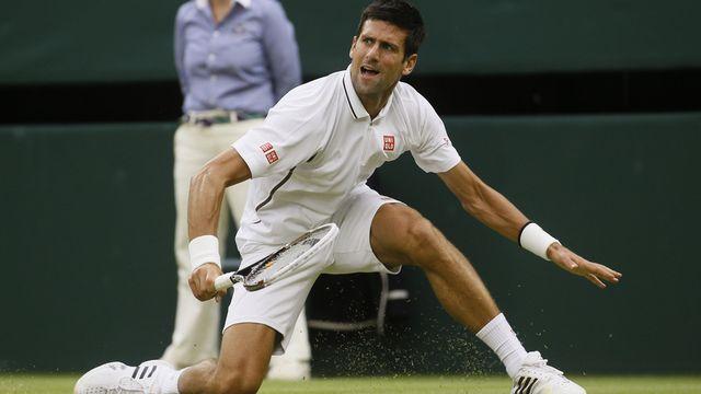 Novak Djokovic a mis un genou à terre, mais il est toujours bien là. [Kirsty Wigglesworth  - Keystone]