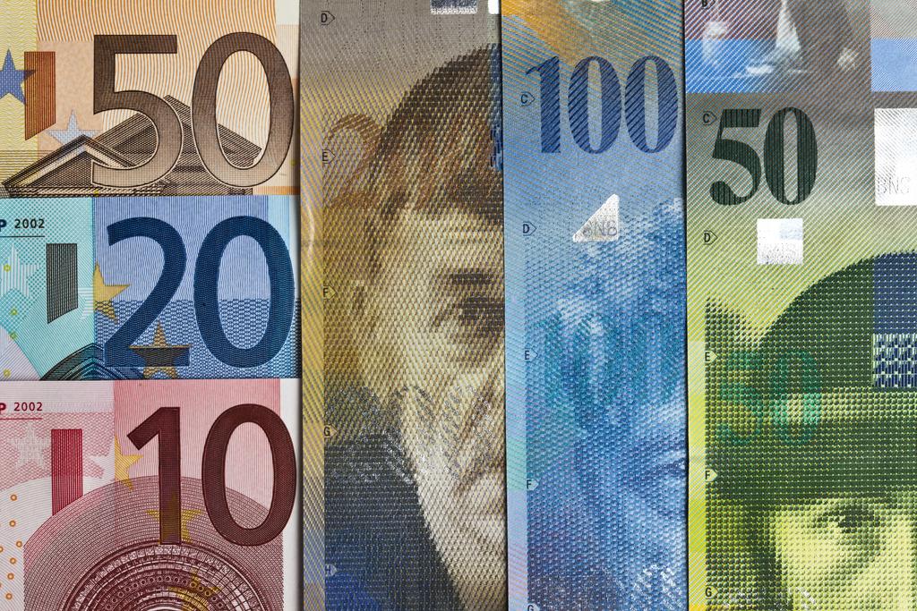 Le Franc Suisse A Atteint Son Plus Bas Niveau Face A L Euro