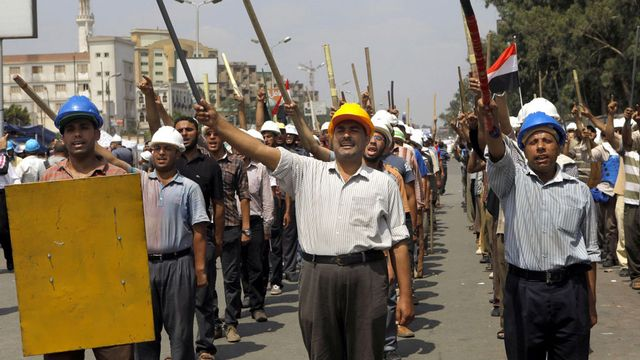 Les partisans du président Morsi sont eux-aussi dans la rue. [Amr Nabil - AP/Keystone]
