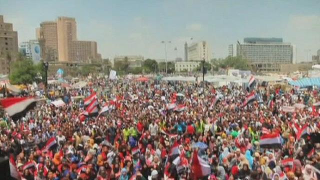 Détracteurs et partisans de Mohamed Morsi au Caire [RTS]