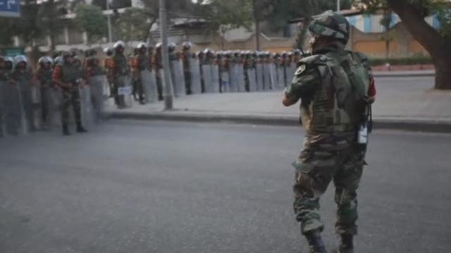 L'armée égyptienne se déploie au Caire [RTS]