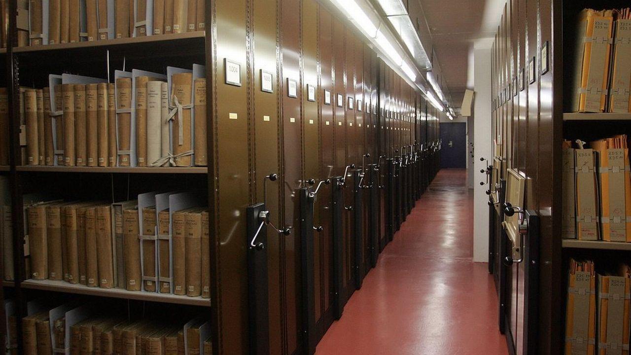 La collaboration avec Wikimedia vise à mettre à disposition du grand public une partie de l'impressionnant fonds des Archives nationales. [Marcel Bieri - Keystone]