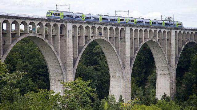 Le pont de Grandfey à Fribourg, symbole de la barrière des langues. [Peter Klaunzer - Keystone]