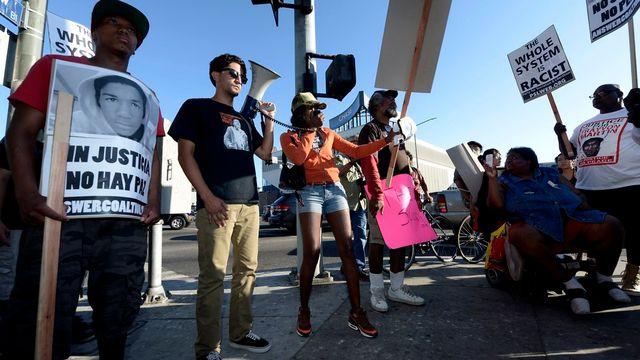 Les villes américaines ont connu une deuxième nuit de manifestations et de veillées pour dénoncer le racisme dans l'affaire Trayvon Martin. [PAUL BUCK - Keystone]