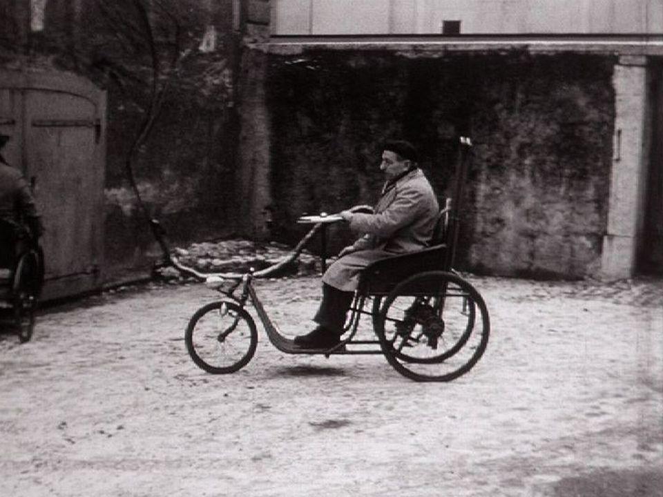 Arrivée à l'atelier du Centre social protestant, 1956 [RTS]