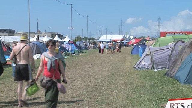 24 heures à Paléo: une matinée au camping du festival [RTS]