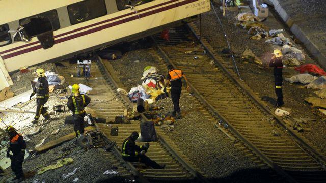 Les opérations de secours se sont poursuivies toute la nuit. [Miguel Riopa - AFP]