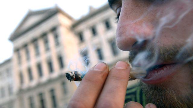 La consommation de cannabis n'est actuellement pas pénalisée en Uruguay, contrairement à son commerce. [Matilde Campodonico - Keystone]