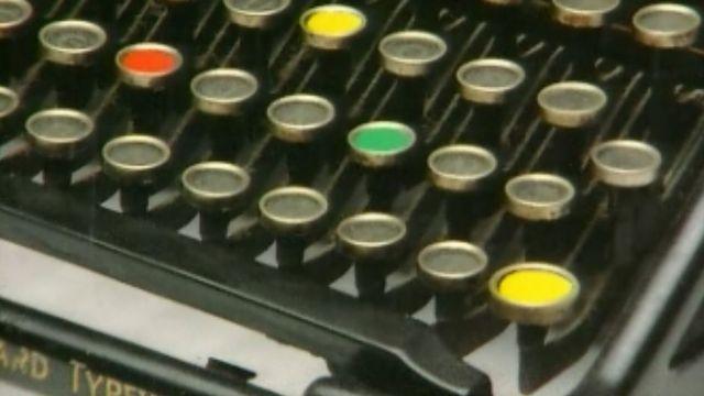 Une machine à écrire un bon vieux polar. [RTS]