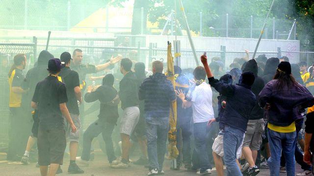 Les hooligans, un problème délicat à régler entre les clubs et les autorités. [Ti-Press/Carlo Reguzzi]