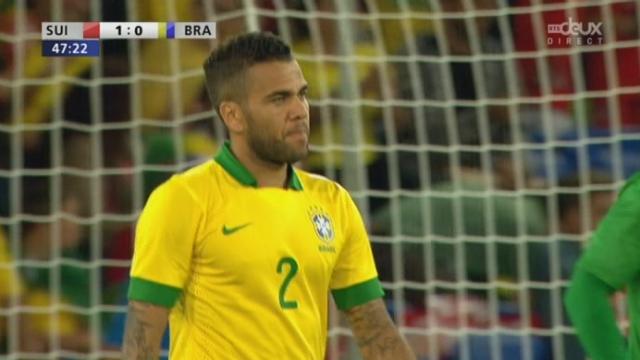"""Suisse - Brésil (1-0): autogoal de Dani Alves qui permet à la """"Nati"""" d'ouvrir le score [RTS]"""
