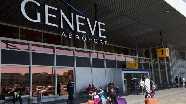 L'aéroport de Genève a accueilli 13,9 millions de voyageurs en 2012. [Salvatore Di Nolfi - Keystone]