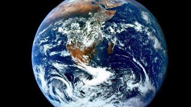 Vue de la planète terre fournie par la Nasa le 6 décembre 2002.