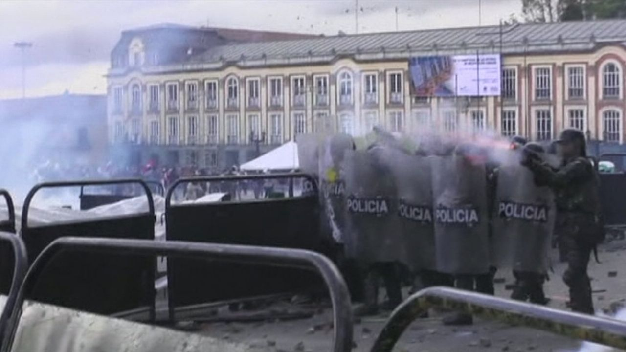 Violents heurts à Bogota (Colombie) [RTS]
