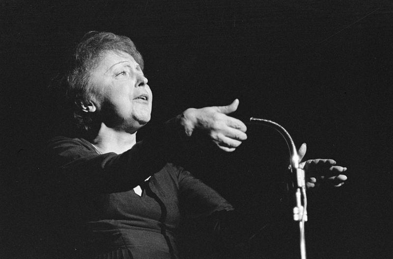 Edith Piaf, de retour d'Amérique