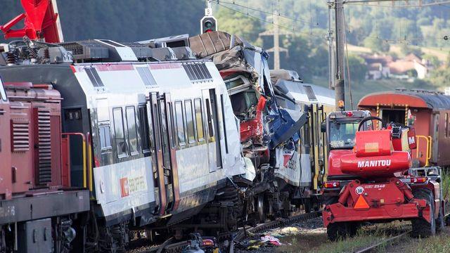 Le 29 juillet, une grave collision s'est produite à Granges-Marnand entre un un train régional en provenance de Payerne et le RegioExpress venant de Lausanne faisant un mort et plusieurs blessés. [EPA/Salvatore Di Nolfi - Keystone]