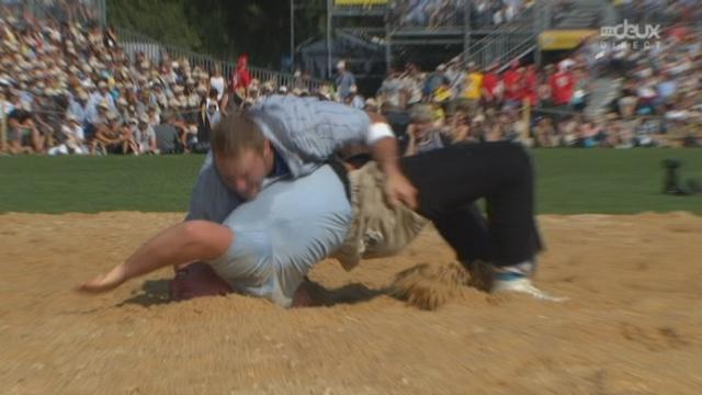 3e et 4e passe : La prise gagnante de Ulrich crée la surprise face à Luginbühl. [RTS]