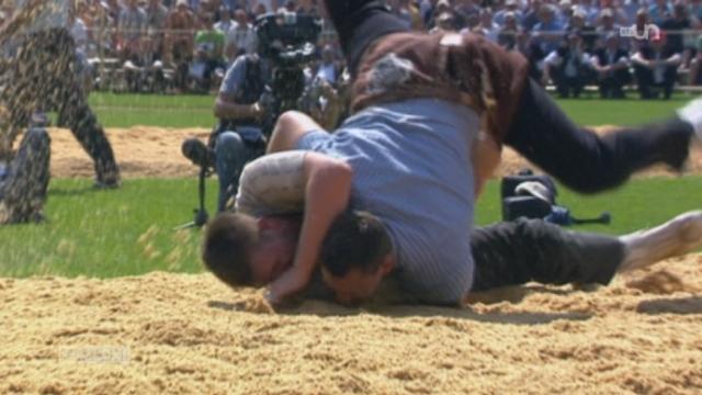 Fête fédéral de lutte: les romands n'ont pas su remporter de couronne lors de la compétition [RTS]