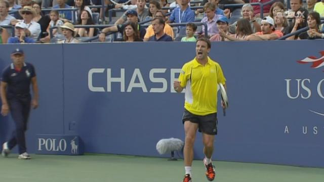 1/8e de finale, Robredo - Federer (7-6 (7/3)): une première manche très disputée qui se termine par une victoire au tie-break de l'Espagnol [RTS]