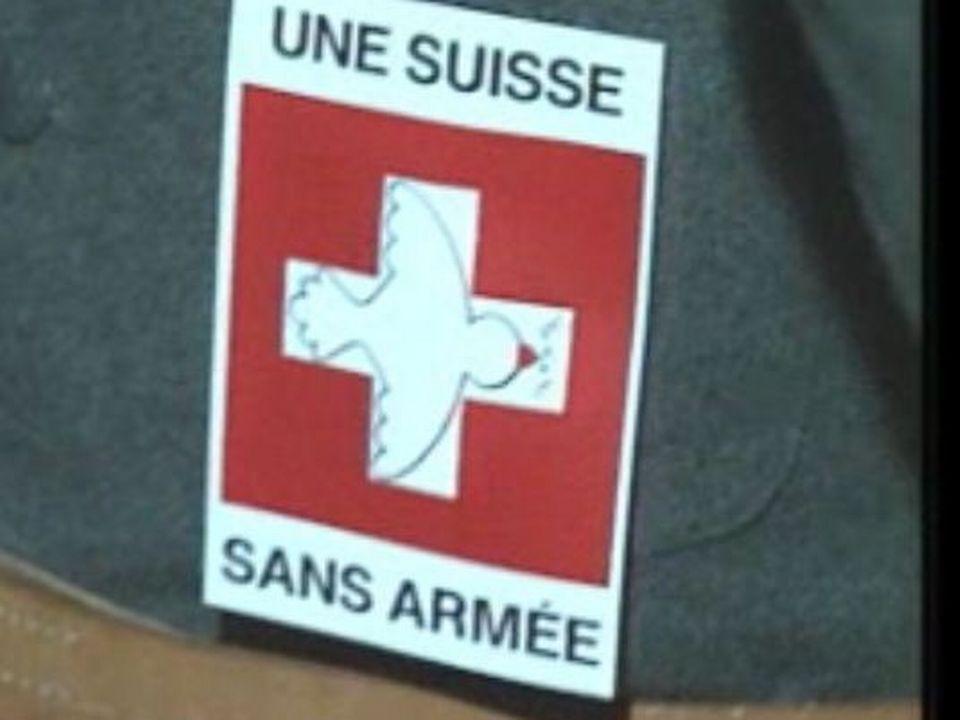 Initiative du GSSA pour une Suisse sans armée. [RTS]