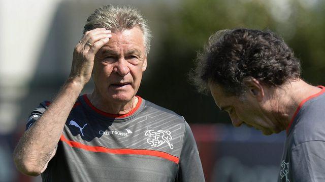 Ottmar Hitzfeld, avec Michel Pont, peut sans doute aussi se poser des questions sur son coaching... [Steffen Schmidt - Keystone]