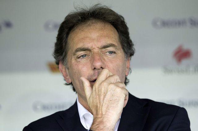 Michel Pont et les joueurs suisses abordent le match avec quelques doutes... [Keystone]