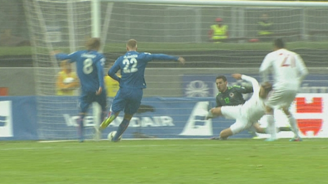 Eliminatoires. Gr. E. Islande - Albanie (1-1). 14e minute: cette fois, l'Islande égalise par Bjarnason [RTS]