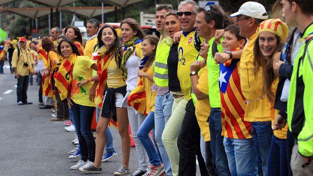 Catalogne: une chaîne humaine contre l'étreinte asphyxiante des Bourbons
