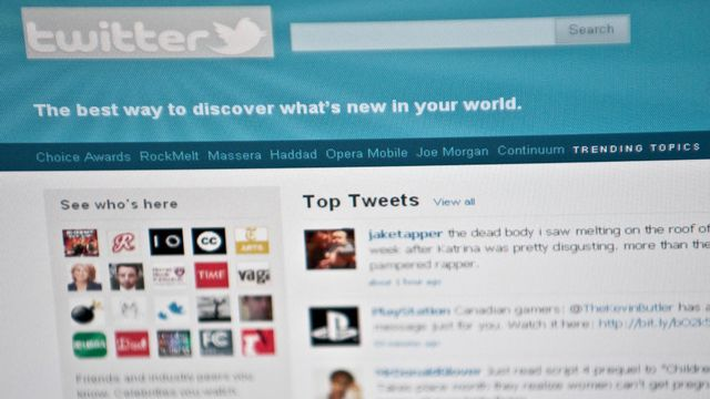 Les politiques prennent le pouls de la population par le biais de Twitter. [NICHOLAS KAMM - AFP]
