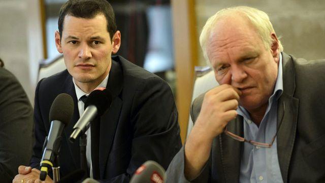 Les conseillers d'Etats Pierre Maudet et David Hiler lors de la conférence de presse, vendredi après-midi. [Laurent Gilliéron - Keystone]