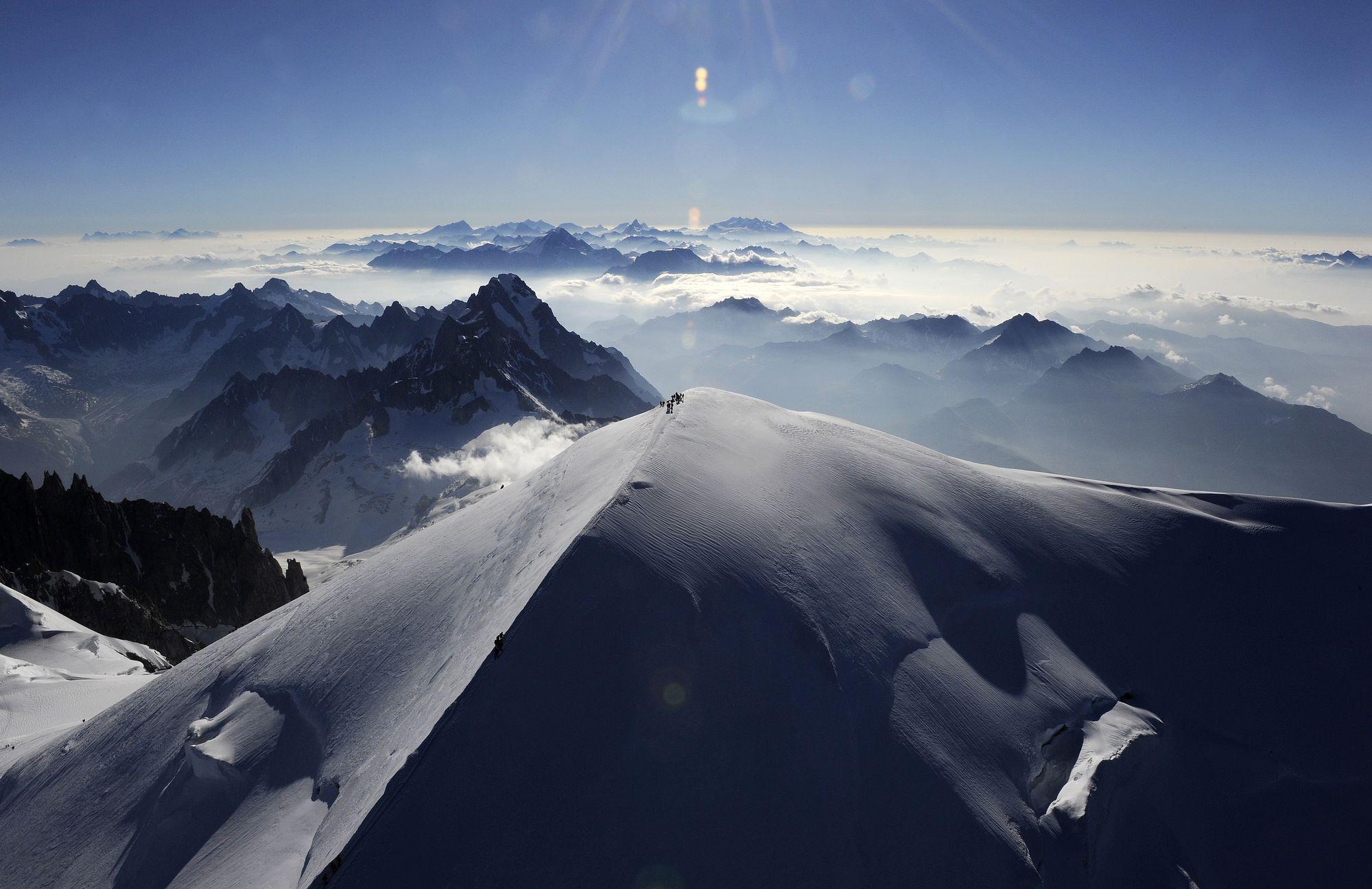le mont blanc mesure 38 centim 232 tres de moins qu il y a deux ans rts ch monde
