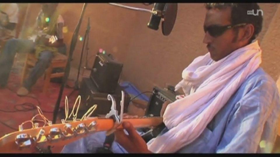 Autour du Poste, Bombino, guitariste touareg nigérien. [RTS]