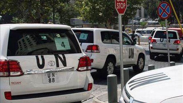Six voitures de l'ONU se sont rendues jeudi dans les faubourgs de Damas. [STR - EPA/Keystone]