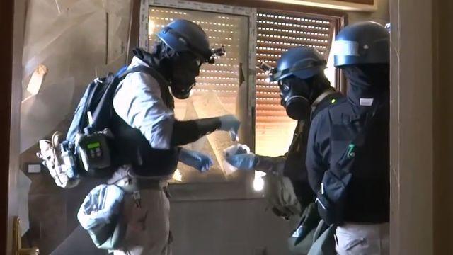 Des experts de l'ONU récoltent des preuves de l'utilisation d'armes chimiques en Syrie. [DSK - Arbeen Unified Press Office/AFP]