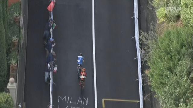 Messieurs (272 km). Dernière montée: Les Italiens Michele Scarponi et Vincenzo Nibali fournissent l'effort. Fabian Cancellara à la peine [RTS]