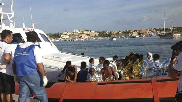 Les sauveteurs avaient pu secourir quelque 150 rescapés en début d'après-midi. [Nino Randazzo - ASP press office/Reuters]
