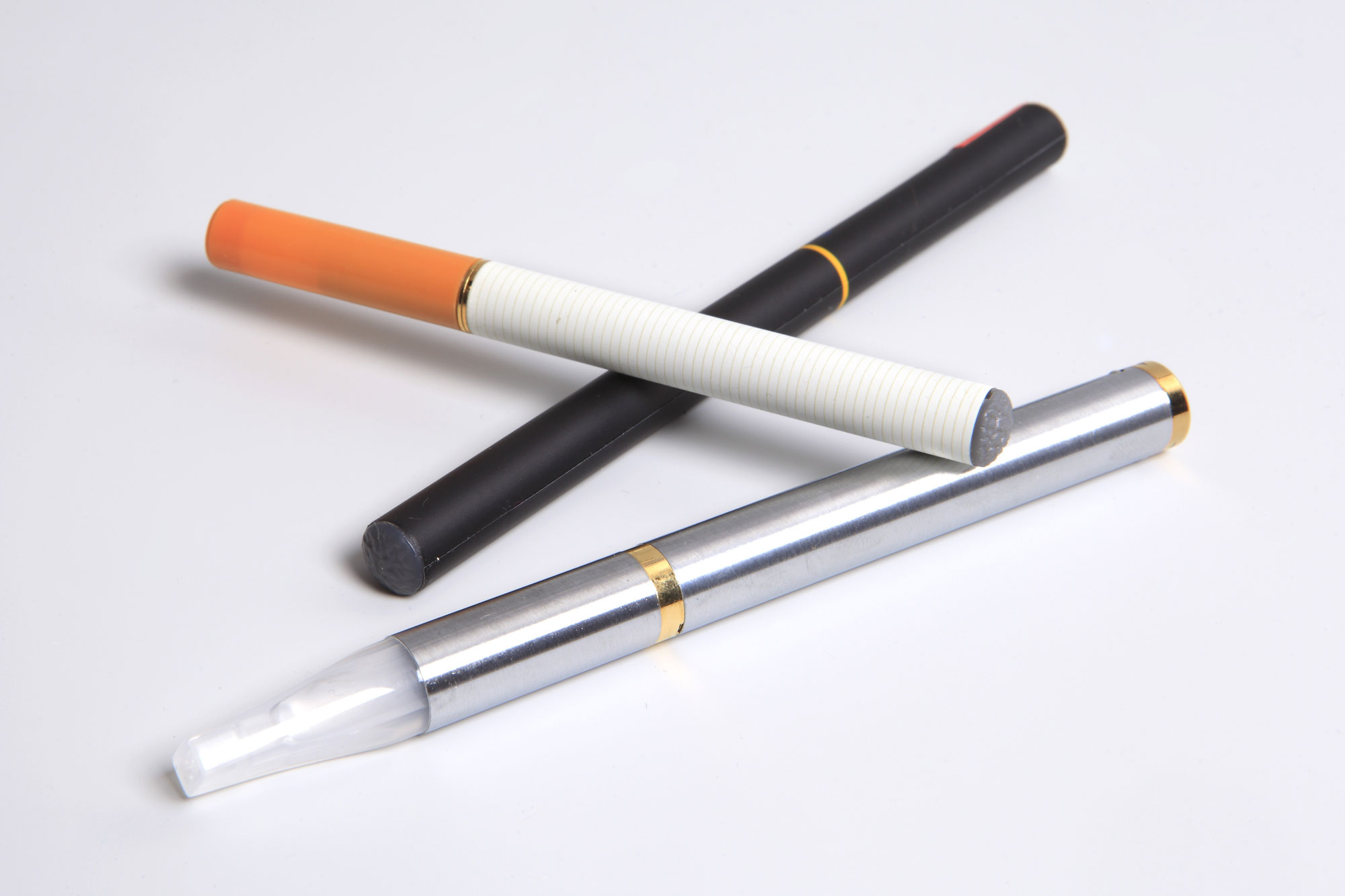 un rapport recommande de limiter la cigarette lectronique en france sciences tech. Black Bedroom Furniture Sets. Home Design Ideas