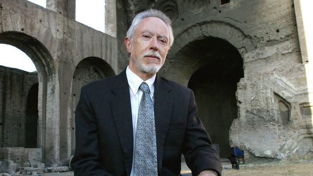 """2003 - J. M. Coetzee (Afrique du Sud) - Le prix Nobel récompense une oeuvre littéraire """"qui, dans de multiples travestissements, expose la complicité déconcertante de l'aliénation"""", dixit l'Académie suédoise. Né au Cap en 1940 et a naturalisé australien en 2006, John Maxwell Coetzee, son nom complet, a obtenu deux fois le Booker Prize, l'un des prix les plus prestigieux de la littérature anglophone. [AFP]"""