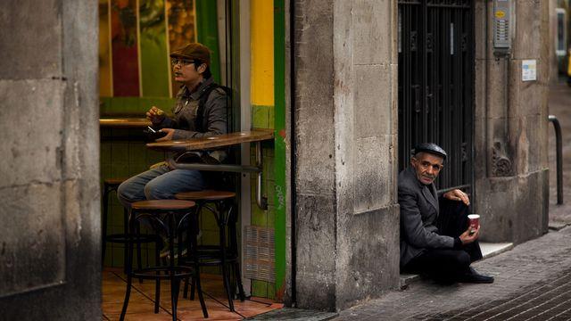 Les scènes de pauvreté deviennent de plus en plus courantes dans les rues européennes, déplore la Croix-Rouge. [Emilio Morenatti - Keystone]