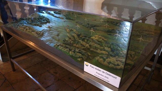 La maquette du parc éolien de Delémont. [Gaël Klein - RTS]