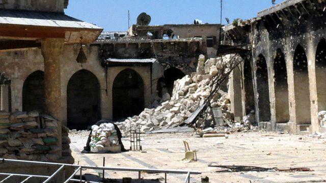 La grande mosquée d'Alep endommagée par des tirs, le 25 avril 2013. [Jalal Al-Halabi - AFP]