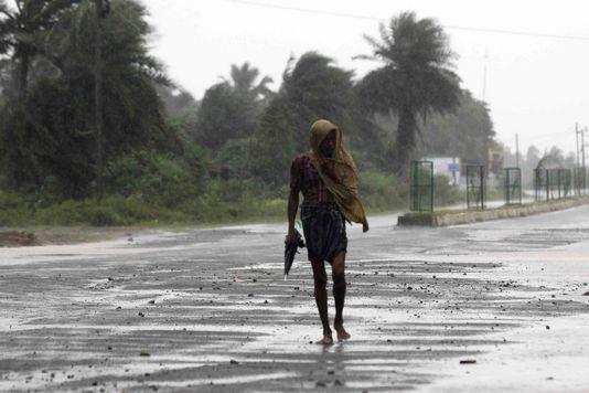 Phailin a atteint les côtes orientales du pays samedi soir, avec des vents dépassant les 200 km-h. [EPA/STR  - Keystone]